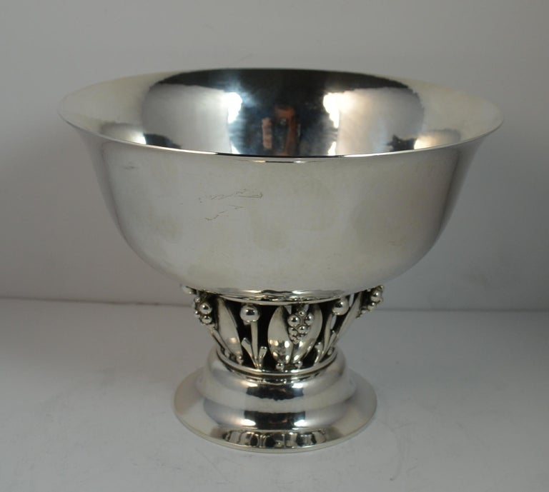 A stunning Georg Jensen designer sterling silver bowl. Model number 197 B, a rare example. Designed with a very fine hammered pattern to the top section, the lower part with pierced leaf / grape / berry pattern and standing on a light hammered