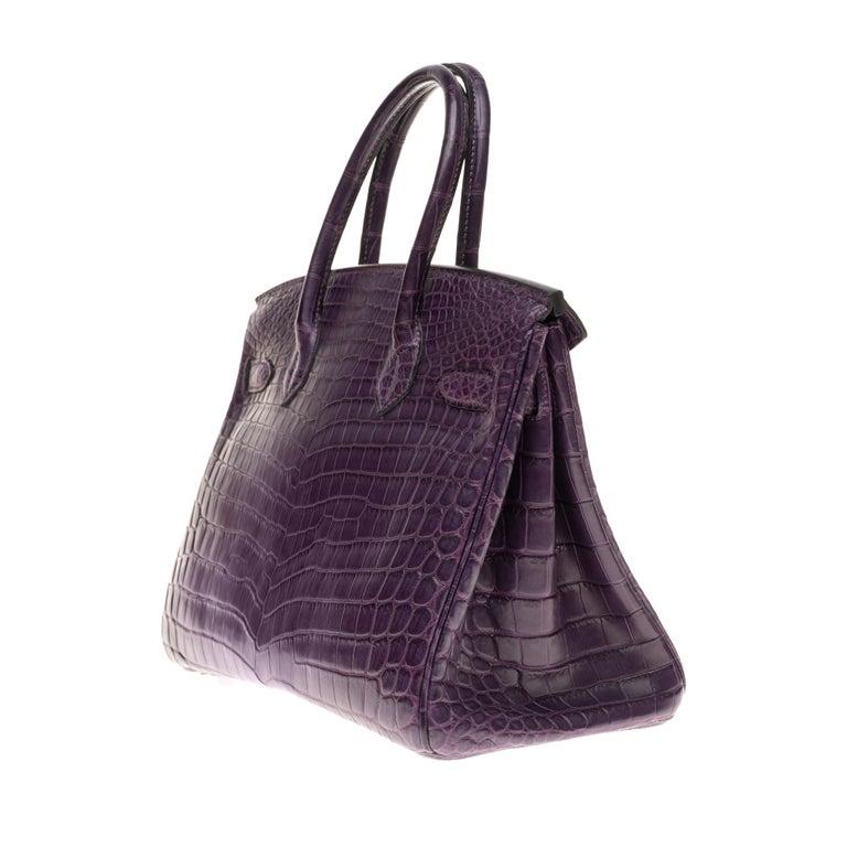 Very Rare Hermès Birkin 30 handbag in Croco Nilo Améthyste, PHW In Excellent Condition For Sale In Paris, Paris