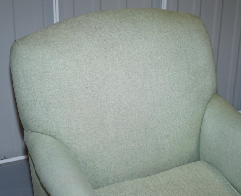 Very Rare Howard & Son's Fully Stamped Bridgewater Armchair Original Castors In Good Condition For Sale In London, GB