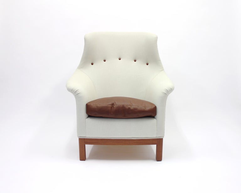 Very rare lounge chair by Kerstin Hörlin-Holmquist from her Triva-Family series, model 564-071. Made by Nordiska Kompaniet. This particularly model has to be considered as a very close relative to another model from the same period and maker, Onkel