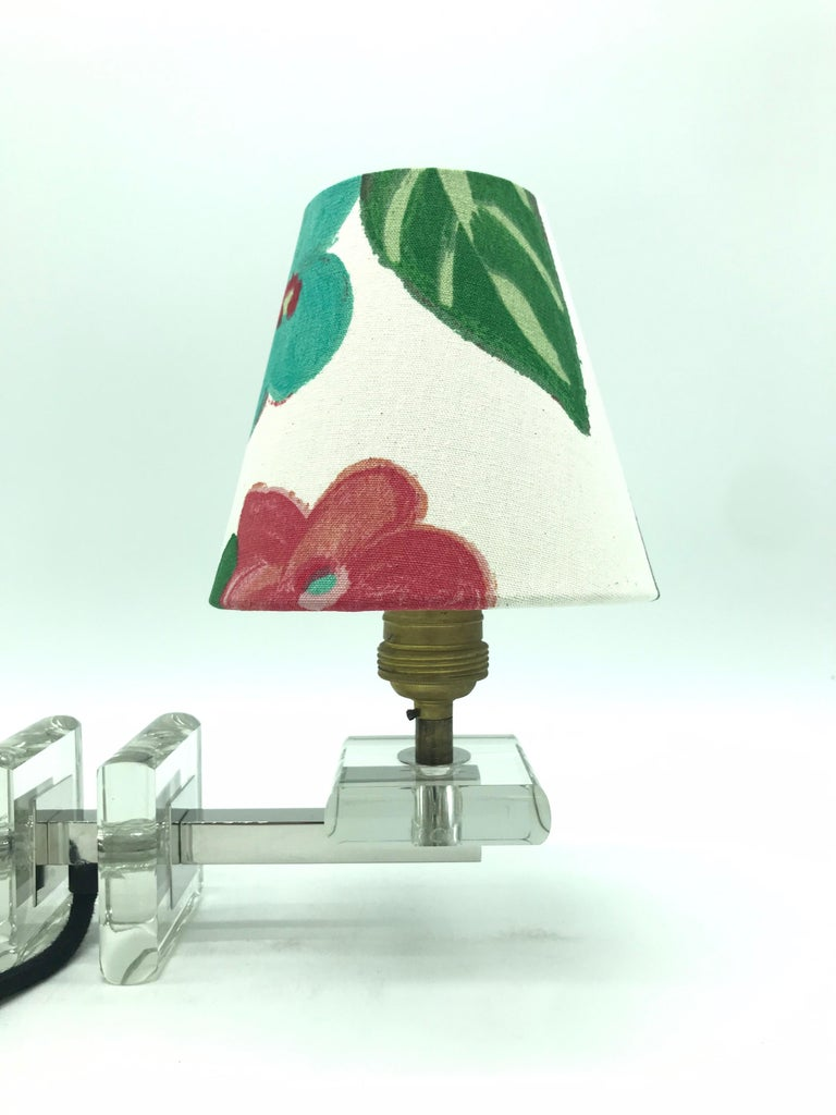 Hand-Crafted Very Stylish French Art Deco Table Lamp in Glass For Sale