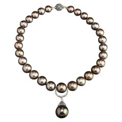 Veschetti 18 Karat White Gold Tahiti Pearls Diamond Necklace