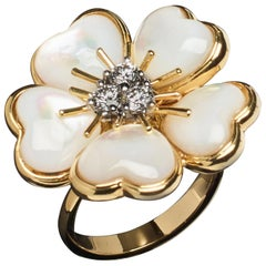 Veschetti 18 Karat Yellow Gold Mother of Pearl Diamond Ring