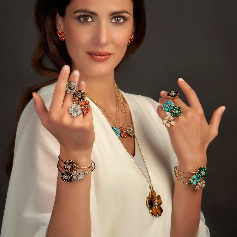 Brilliant Cut Veschetti 18 Karat Yellow Gold Skin Angel Coral Diamond Necklace For Sale