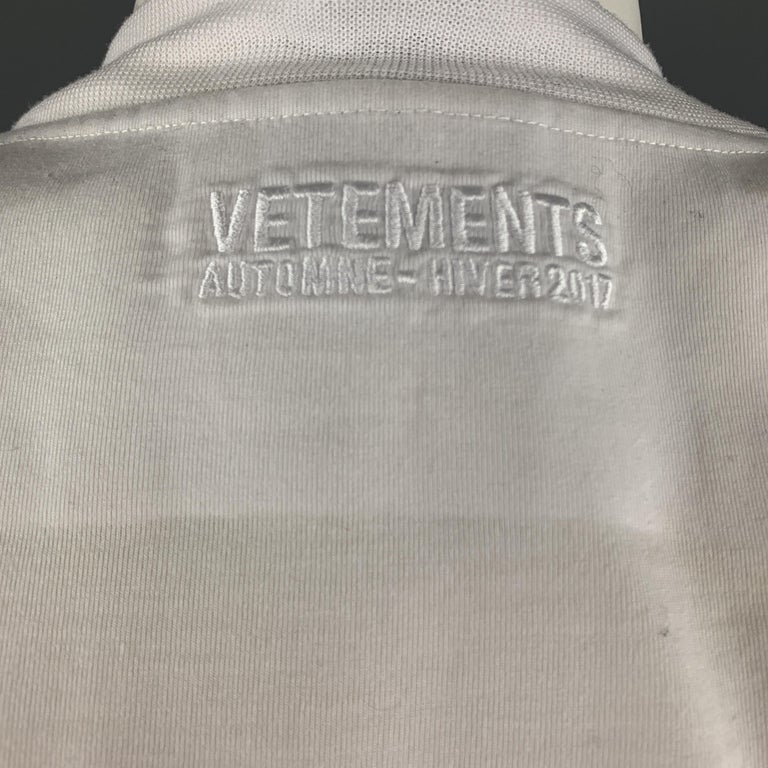 VETEMENTS Size XS White YOU FUCK'N ASSHOLE Shoulder Pad T-Shirt For Sale 3