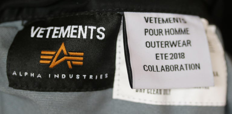 Vetements X Alpha Industries Wendbare Bomber Jacket For Sale 2