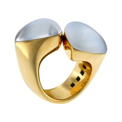 Vhernier Freccia Yellow Gold Ring with Mother of Pearl and Quartz