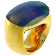 Vhernier Yellow Gold Ring with Mother of Pearl and Rock Crystal