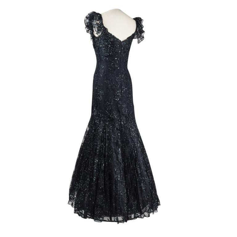 Vicky Tiel Couture Gown Navy Lace Embellished Overlay Full Length FIts 8 to 10 In Excellent Condition For Sale In Miami, FL