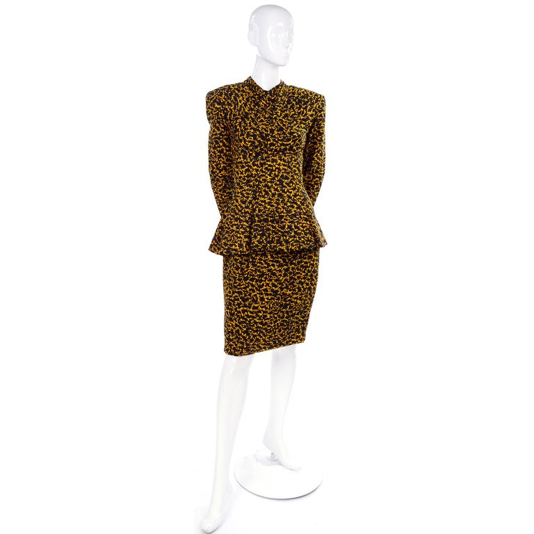 Women's Vicky Tiel Peplum Top & Skirt Dress / Suit in Yellow & Black Abstract Silk Print For Sale