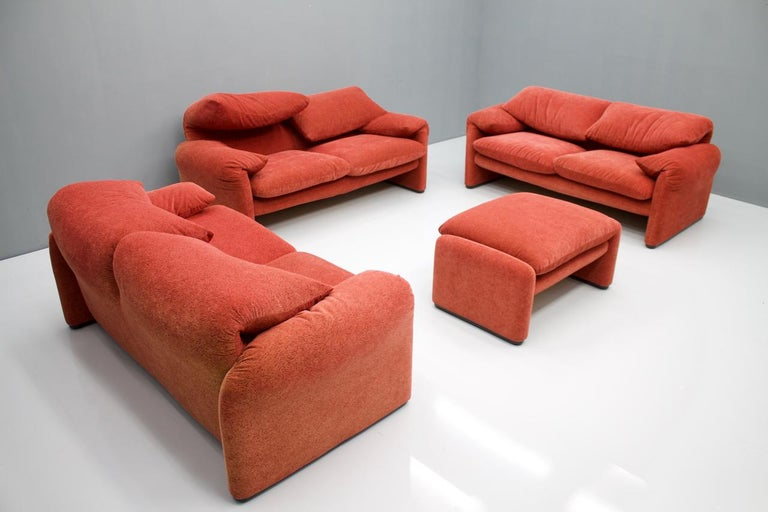 Beautiful living room set of 3 Maralunga 2-seat sofa and a stool, design Vivco Magistretti 1973 for Cassina.