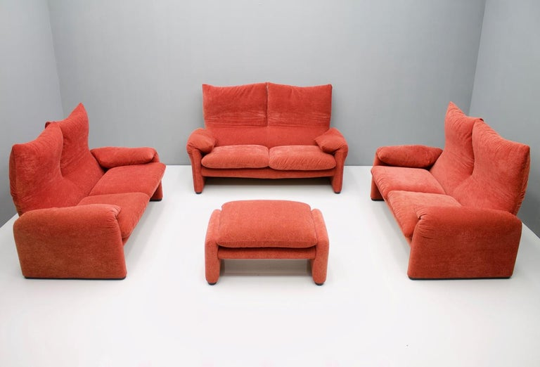 Vico Magistretti Living Room Set Maralunga Sofa and Stool Cassina, Italy, 1973 In Good Condition For Sale In Frankfurt / Dreieich, DE
