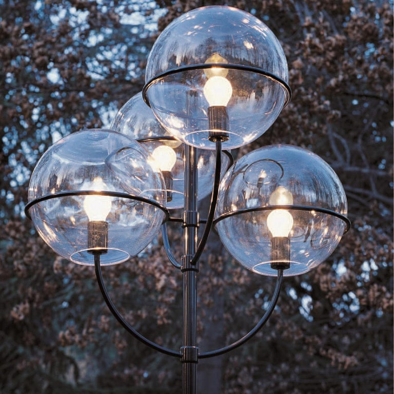 Mid-Century Modern Vico Magistretti Outdoor Lamp 'Lyndon 350 M' by Oluce For Sale