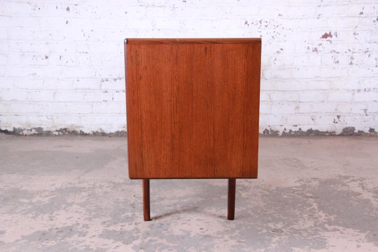 Victor Wilkins for G-Plan Danish Modern Teak Long Credenza, Newly Refinished For Sale 2