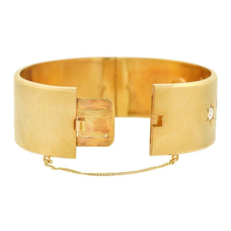 Victorian 1.25 Total Carat 3-Stone Diamond Enameled Cherubs Bangle Bracelet For Sale 1