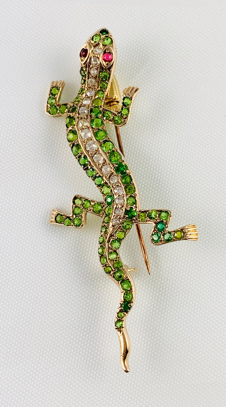 Victorian 14 Karat Yellow Gold Garnet Ruby and Diamond Lizard Brooch Pin For Sale 4