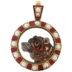 Victorian 15 Karat Gold Essex Crystal Pendant Depicting a Bear