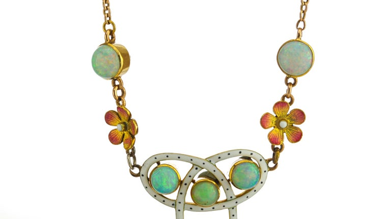 Art Nouveau 18 Karat Gold Opal Necklace, circa 1870s In Good Condition For Sale In Braintree, GB