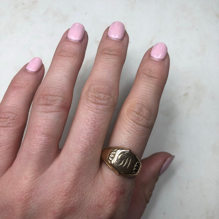 Victorian 18 Carat Gold Signet Ring For Sale 2