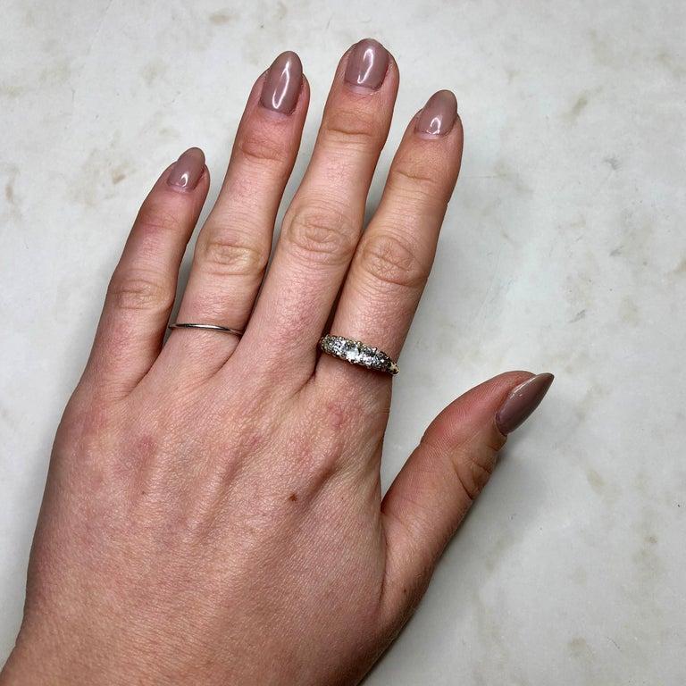 Victorian 18 Carat Yellow Gold Five-Stone 1 Carat Diamond Ring For Sale 1
