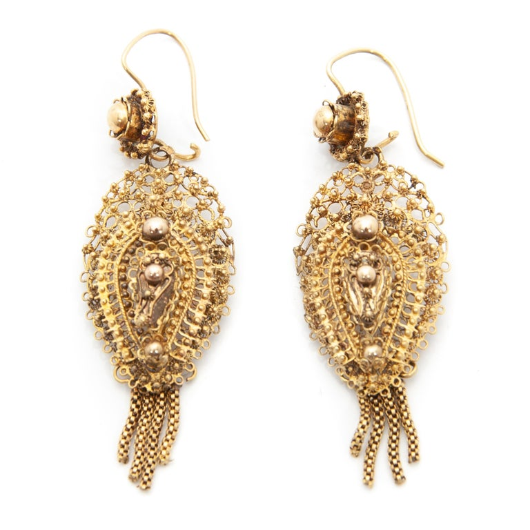 Victorian Antique Demi-Parure 14 Karat Gold Filigree Earrings and Brooch For Sale