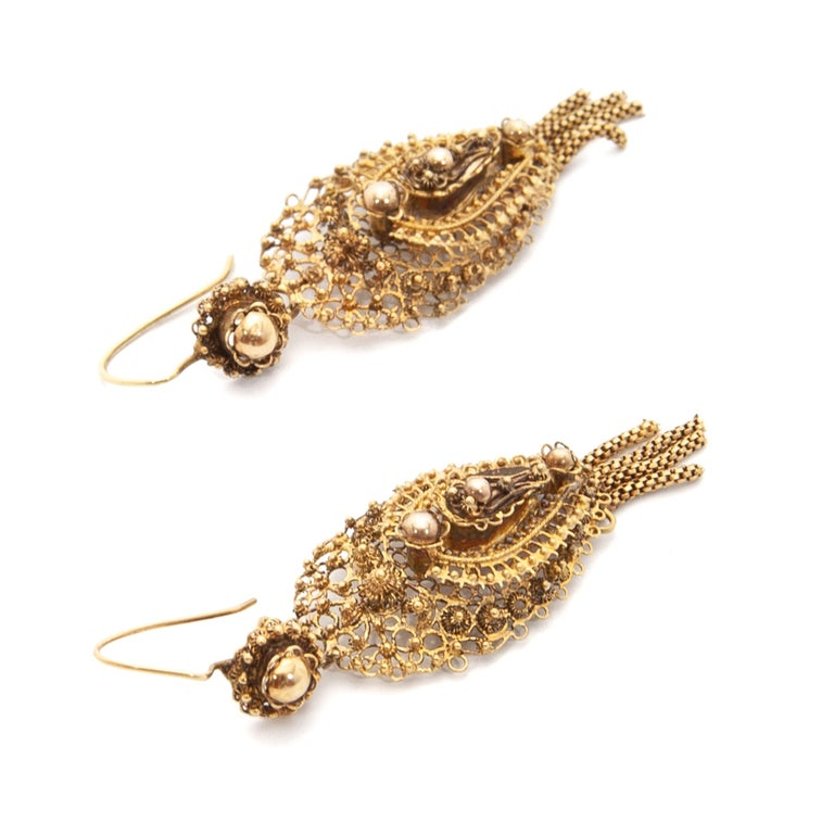 Antique Demi-Parure 14 Karat Gold Filigree Earrings and Brooch For Sale 1