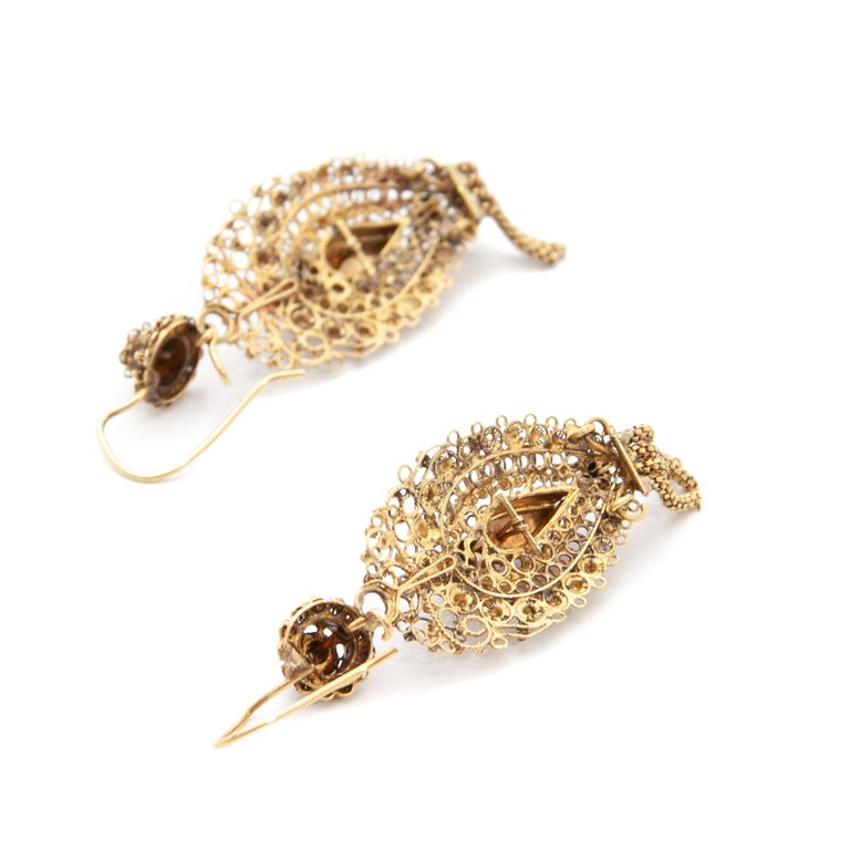 Antique Demi-Parure 14 Karat Gold Filigree Earrings and Brooch For Sale 2