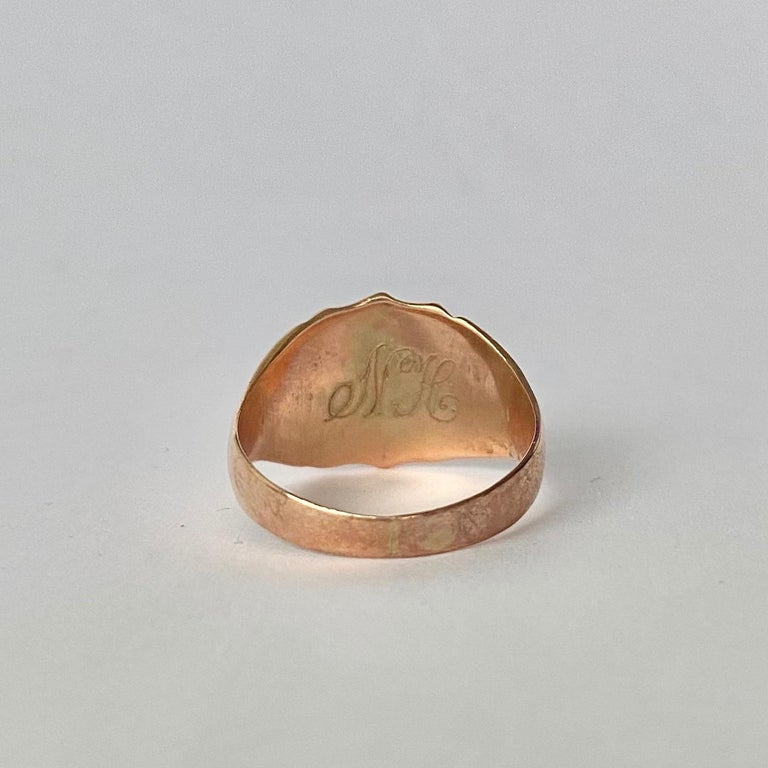 Victorian 9 Carat Gold Signet Ring In Good Condition For Sale In Chipping Campden, GB