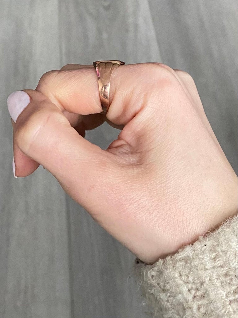 Victorian 9 Carat Gold Signet Ring For Sale 3