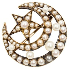 Victorian Antique 19th Century White Pearl 15 Carat Gold Brooch