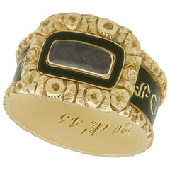 Victorian Antique Black Enamel and Yellow Gold Mourning Ring