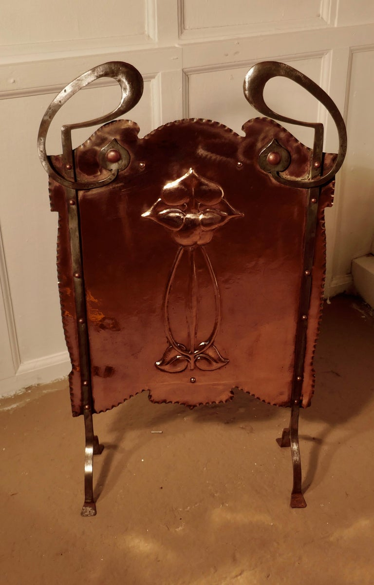 Victorian Art Nouveau Copper and Polished Steel Fire Screen In Good Condition For Sale In Chillerton, Isle of Wight