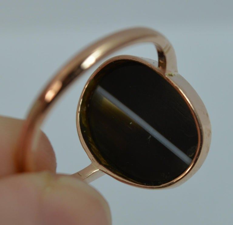 Victorian Banded Agate and 9 Carat Rose Gold Solitaire Ring For Sale 7