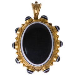 Victorian Banded Agate and Gold Pendant
