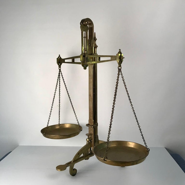 English Victorian Bankers Brass Balance Scale by W & T Avery For Sale