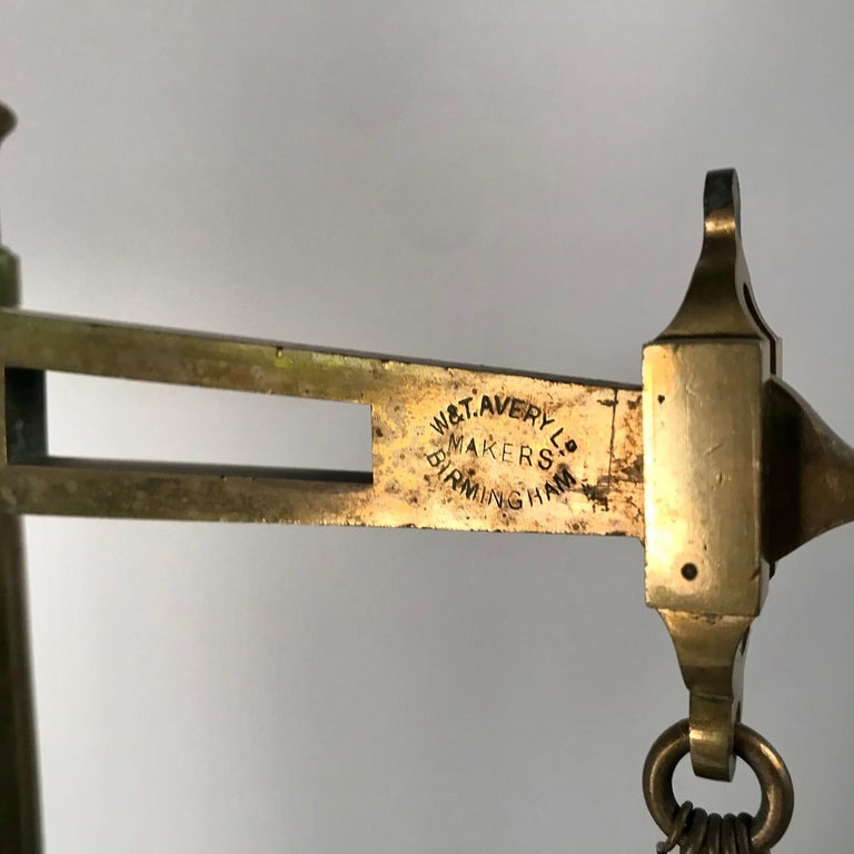Victorian Bankers Brass Balance Scale by W & T Avery In Good Condition For Sale In Montreal, QC