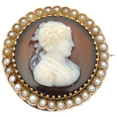 Victorian 19th Century Seed Pearls Agate Cameo 9 Karat Gold Brooch