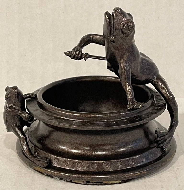Victorian Bronze Operatic Frog Motif Vide-Poche In Good Condition For Sale In West Palm Beach, FL