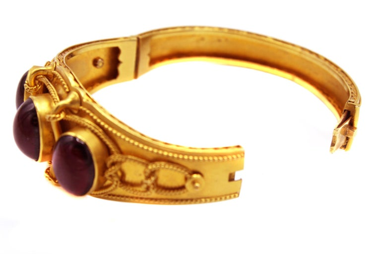 Victorian Cabochon Garnet Gold Bangle Bracelet In Excellent Condition For Sale In New York, NY