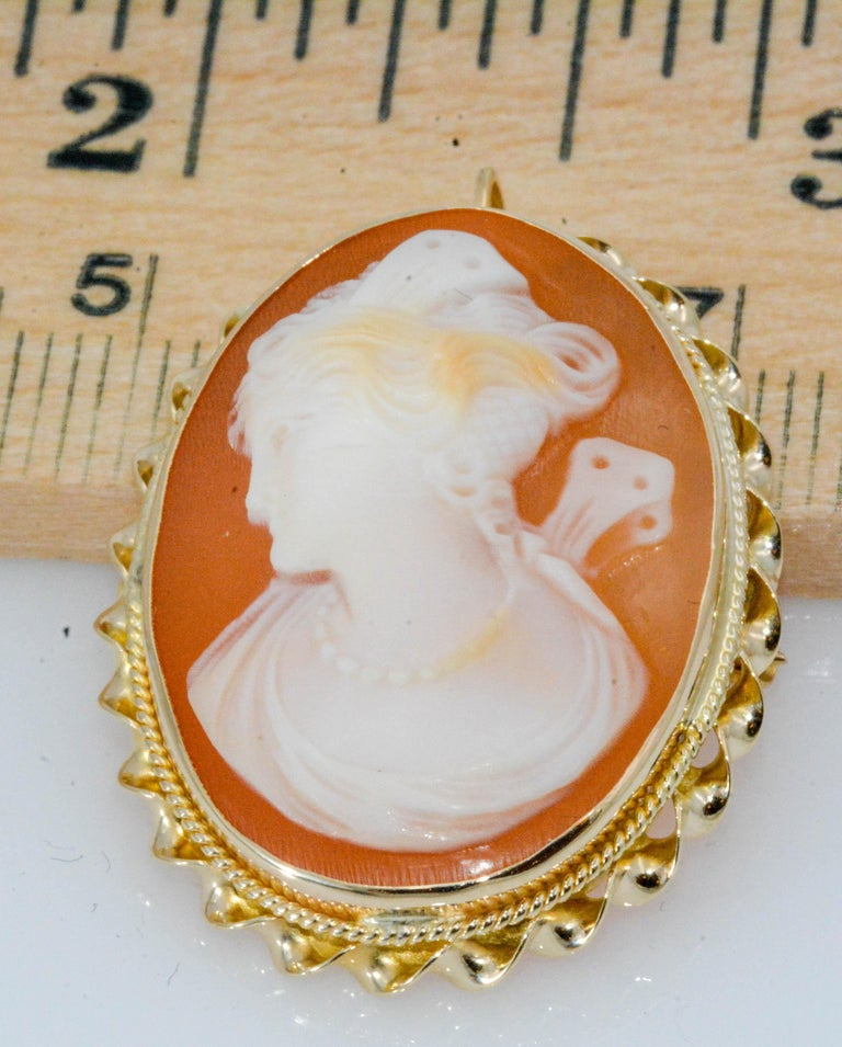 Victorian Cameo Brooch 10 Karat Yellow Gold 1