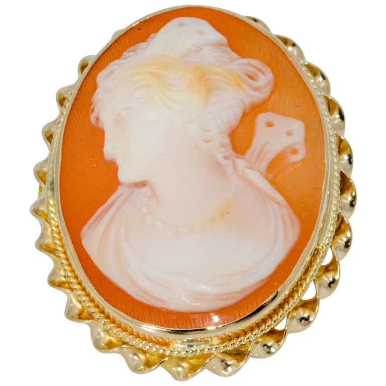 Victorian Cameo Brooch 10 Karat Yellow Gold