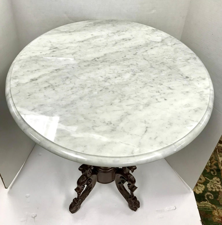 Victorian Carved Mahogany Marble-Top Round Table In Good Condition For Sale In West Hartford, CT