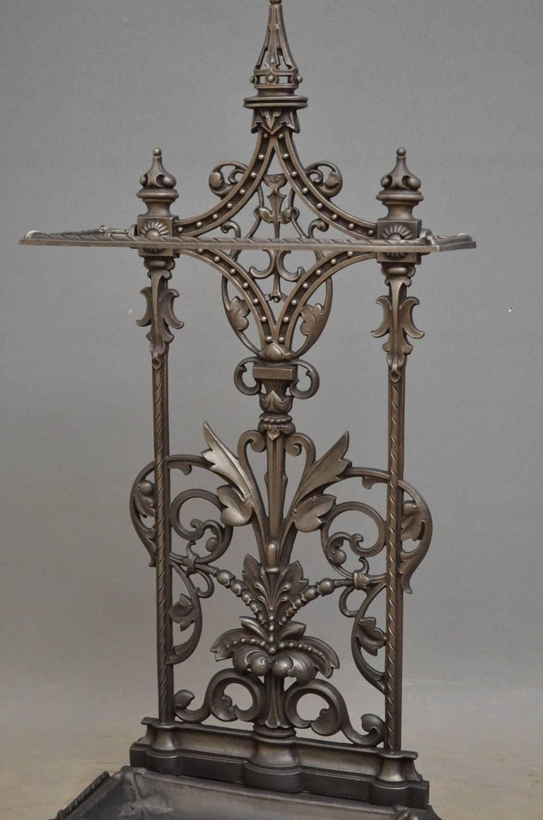 Victorian Cast Iron Umbrella Stand In Excellent Condition For Sale In Whaley Bridge, GB