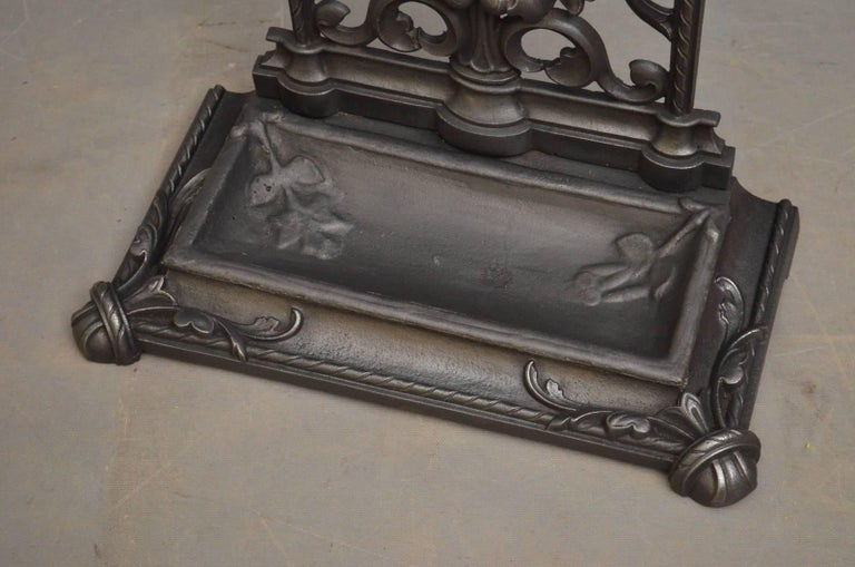 Victorian Cast Iron Umbrella Stand For Sale 1