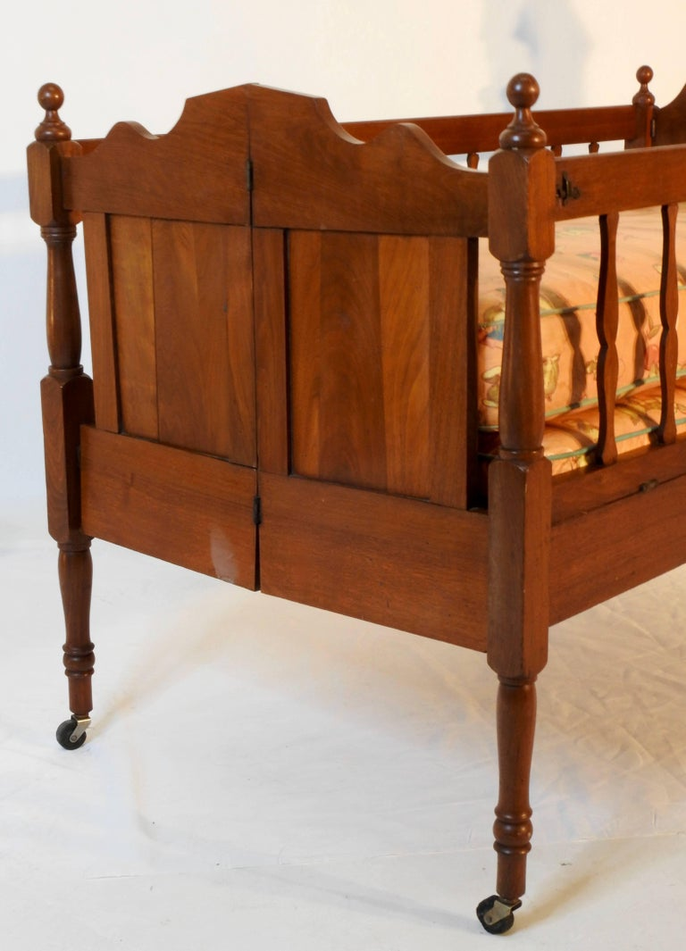 Victorian Childs Bed In Fair Condition For Sale In Cookeville, TN