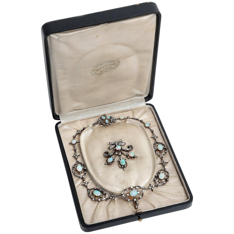 Victorian circa 1895, 10.50 Carat Opal & 5.06 Ct Diamond Garland Style Necklace For Sale