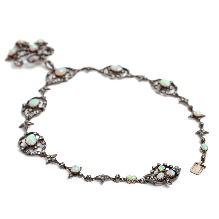 Victorian circa 1895, 10.50 Carat Opal & 5.06 Ct Diamond Garland Style Necklace For Sale 1
