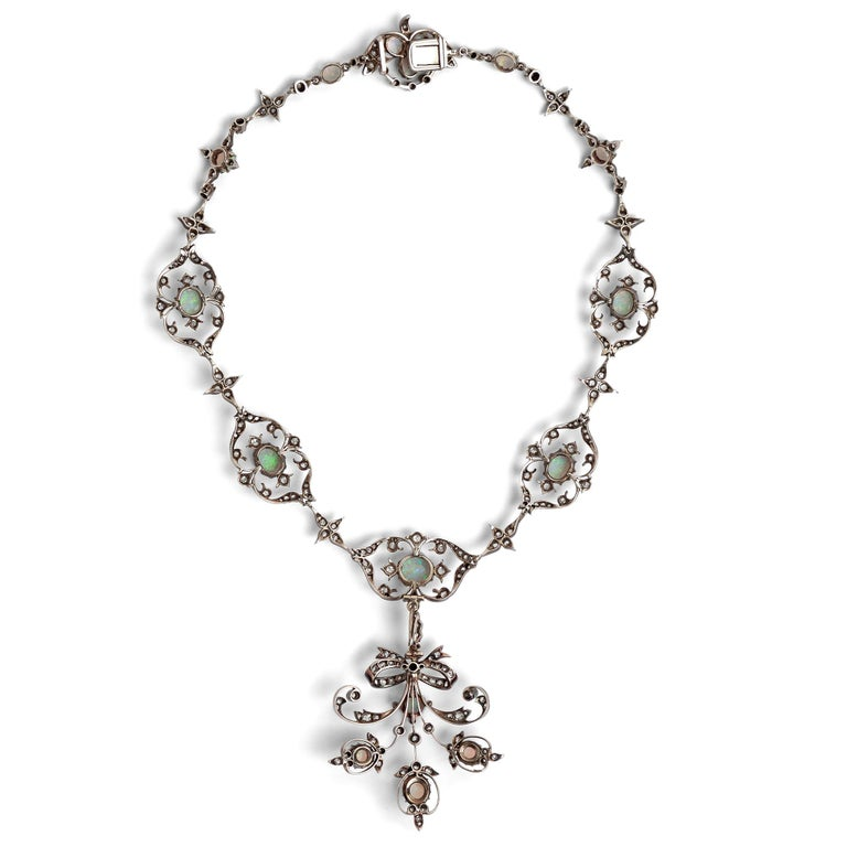 Victorian circa 1895, 10.50 Carat Opal & 5.06 Ct Diamond Garland Style Necklace For Sale 2