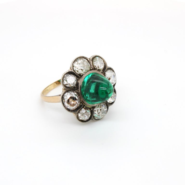 Victorian Colombian High Cabochon Emerald Diamond Flower Petal Ring, circa 1880s In Good Condition For Sale In Idar-Oberstein, DE
