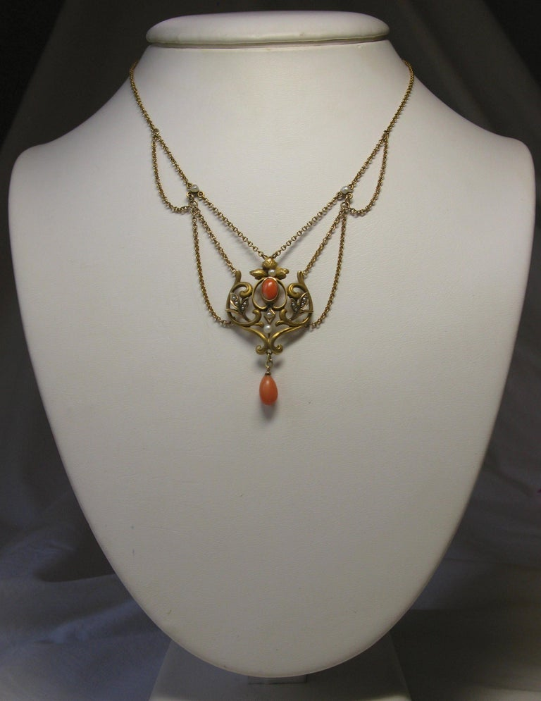 Victorian Coral Pearl Festoon Swag Necklace Antique Gold In Good Condition For Sale In New York, NY